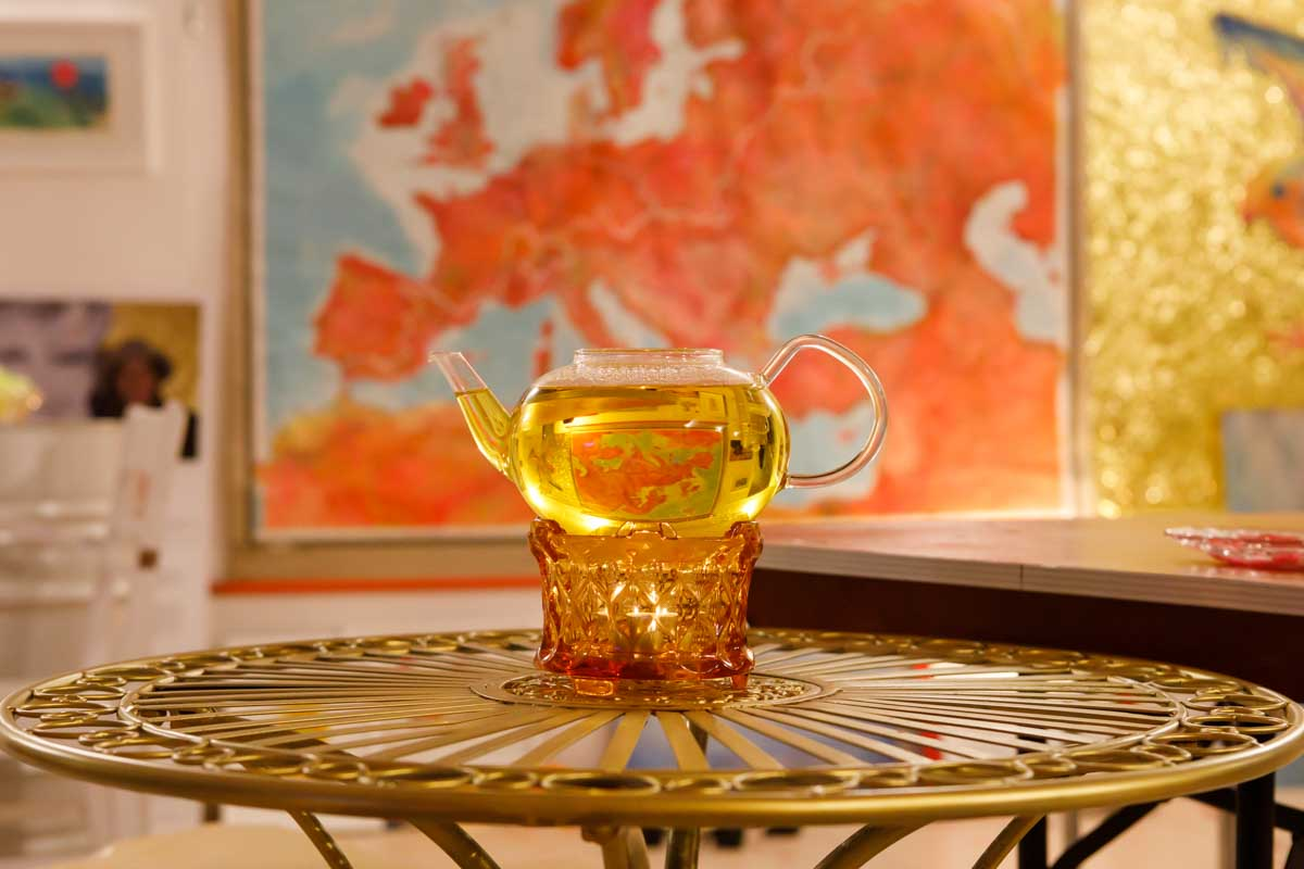 Saffron tea and map of Europe