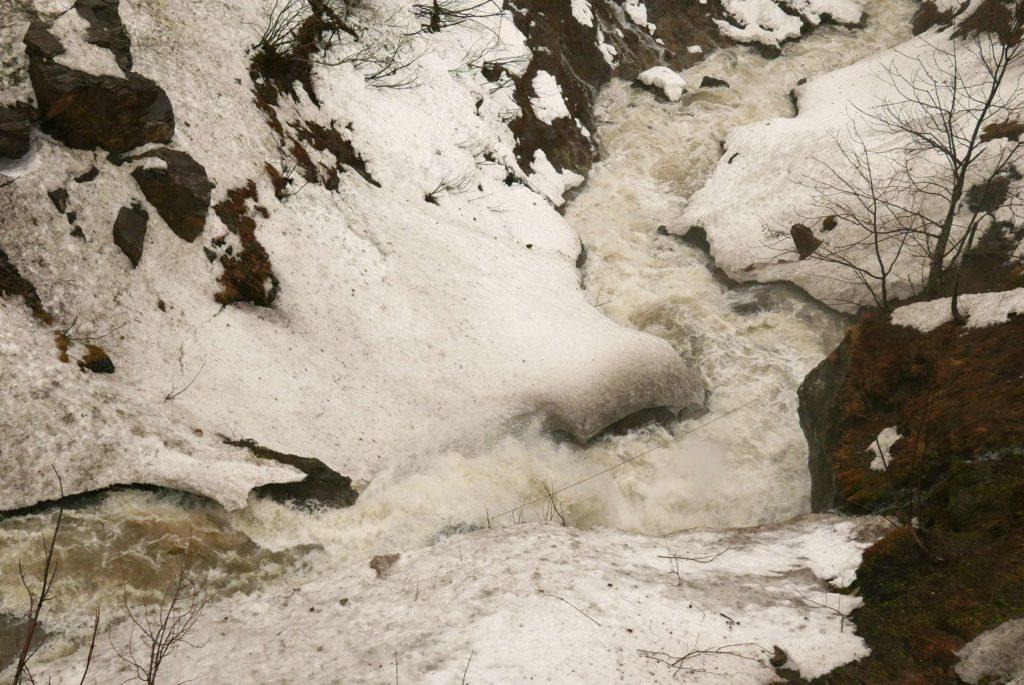 Snow melt and rain let the Schröckbach rise
